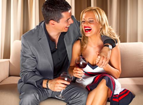 como hacer reír a una mujer