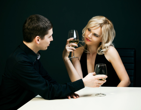 pareja conversando